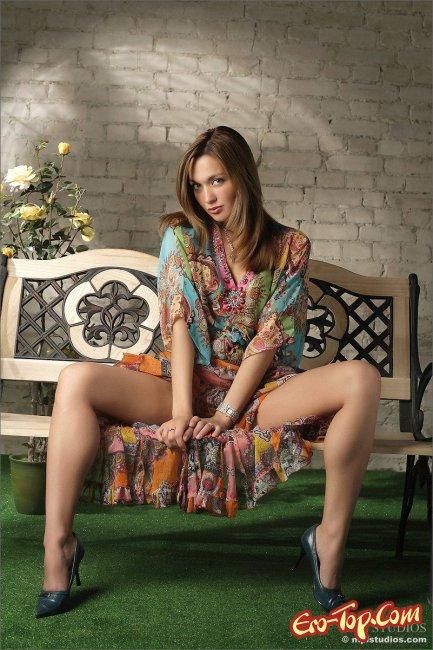 Обольстительница обнажила ягодицы и другие интимные места - фото.