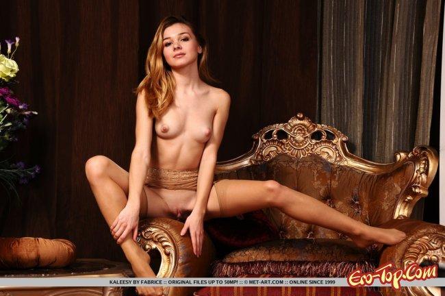 Привлекательное голое тело стройной девушки - фото эротика